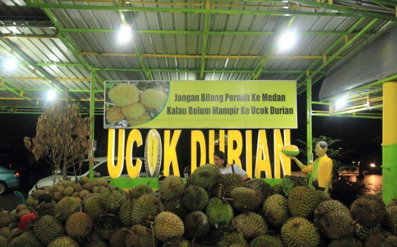 presiden joko widodo mampir di u201cucok durian u201d medan independensi rh independensi com