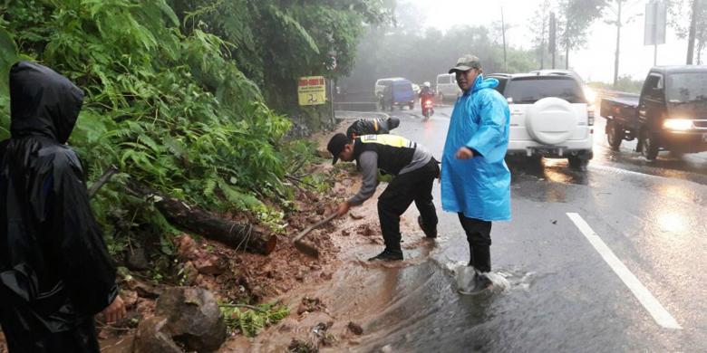 jalur Puncak Bogor-Cianjur ditutup total