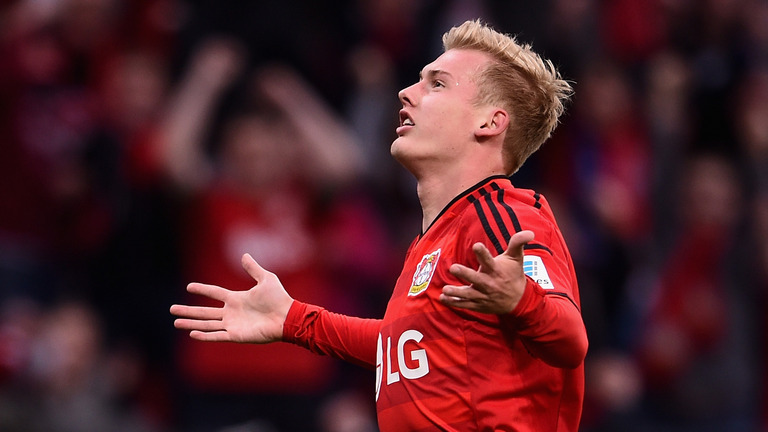 pemain sayap Bayer Leverkusen, Julian Brandt.