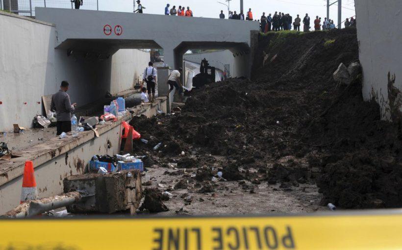 peristiwa longsornya tembok underpass perimeter selatan Bandara Soekarno-Hatta