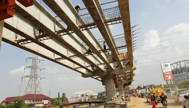 pembangunan tol layang Bekasi-Cawang-Kampung Melayu (Becakayu)