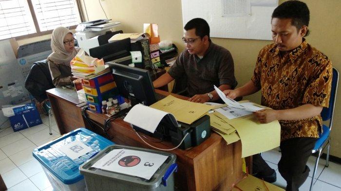 kelengkapan persyaratan calon legislatif (Caleg)