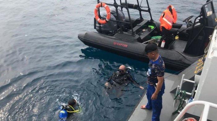 Tim SAR gabungan hari ini akan melakukan penyelaman untuk mengangkat kokpit pesawat tersebut.