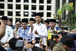 Presiden Jokowi didampingi Menteri PUPR Basuki Hadimuljono dan Menteri Agama Fachrul Razi meninjau renovasi Masjid Istiqlal, Sawah Besar, Jakarta Pusat , Jumat (7/2/2020).